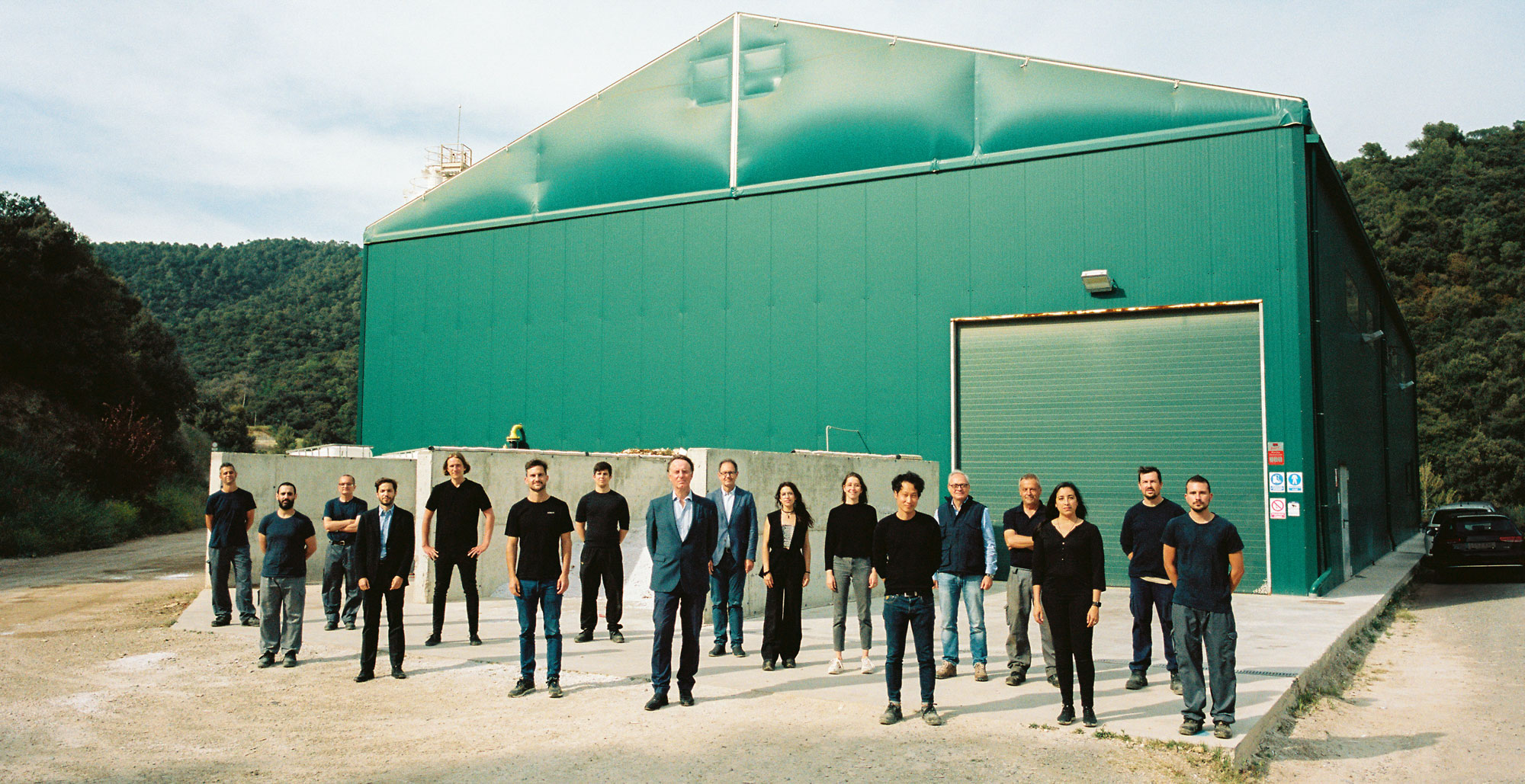 HONEXT®️ is an innovative Barcelona-based company that manufactures a carbon-neutral, circular, biotech process that upcycles waste fibres into fully recyclable, non-toxic panels.